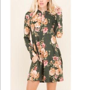 Dresses & Skirts - Olive floral side pocket swing dress